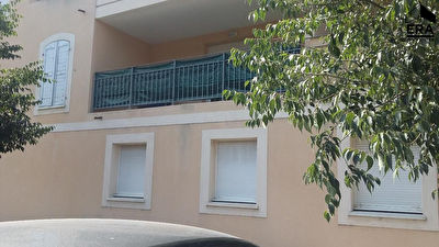 LA ROQUE D'ANTHERON - Appartement T1 avec garage double fermé